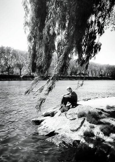 Au bord de la Seine. Lejourdelaterre2015 EyeEm Best Shots - Black + White Black And White My Son MiniMoi !