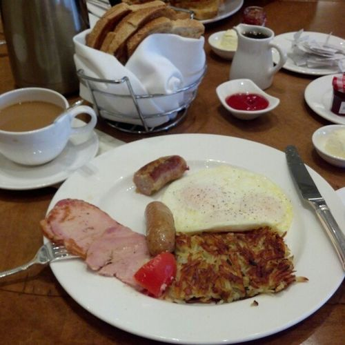 Having breakfast with my BaBE @johnnyboylrg