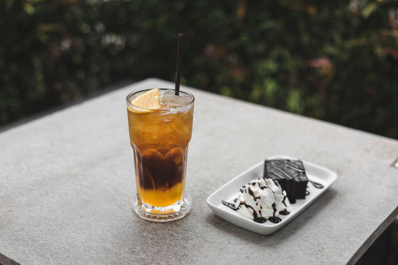 Close-up of drink and ice cream in tray on table