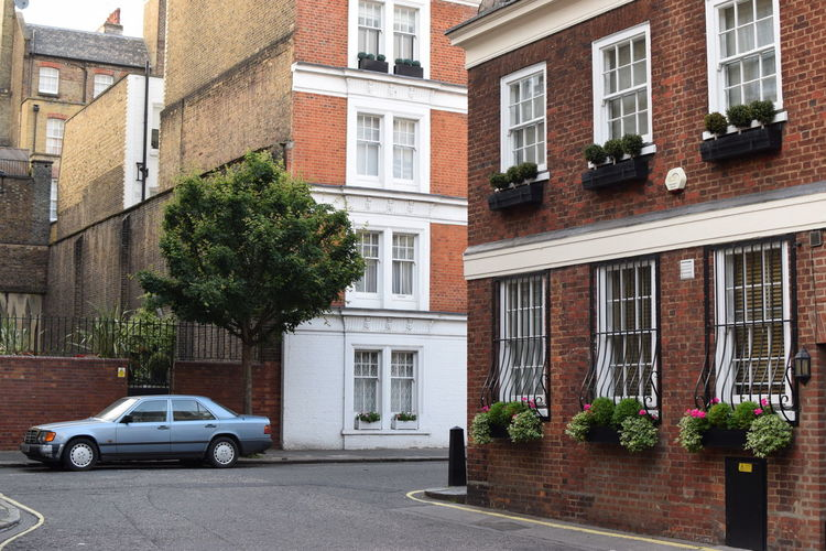 Quiet, beautiful narrow street in London British Great Britain London Architecture Brick Building Building Exterior Car City Day House Mayfair Motor Vehicle Neighborhood No People Outdoors Plant Residential District Row House Transportation Tree Vintage Wallpaper Window Window Frame The Architect - 2018 EyeEm Awards The Street Photographer - 2018 EyeEm Awards