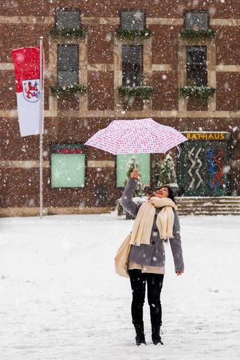 Düsseldorf, Germany, Rathaus Cold Deutschland Düsseldorf Germany It's Cold Outside NRW Rathaus Regenschirm Schnee Umbrella Winter