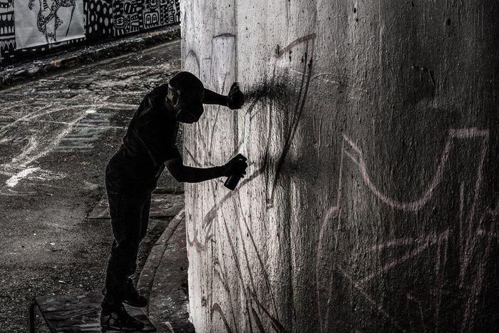 One Person Shadow Silhouette Real People Outdoors Art STRRET ART/GRAFFITI StreetArtEverywhere Creativity Streetart Graffiti Graffiti Art Spray Can Artwork Urbanarts England🇬🇧 Street Streetartphotography Spray Paint Londra UrbanART LONDON❤ London Londres Spraycan Graffiti & Streetart