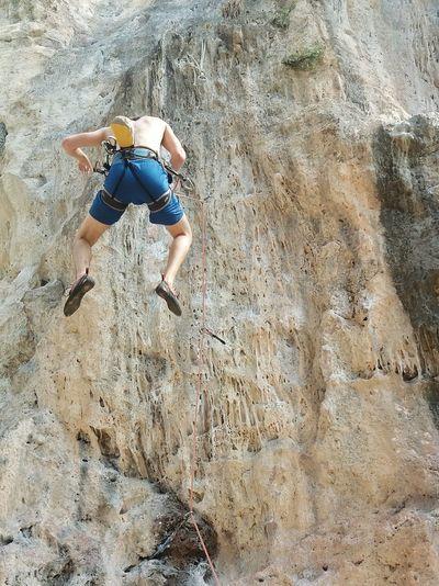 Taking a fall Whipper Climbing Leadclimbing Climbing Fall Rope Adrenaline Adrenaline Rush Falling
