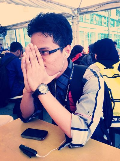 Friends College Life Student Relaxing budak ni single and available .. Sape nak bleh PM .. Hahaha
