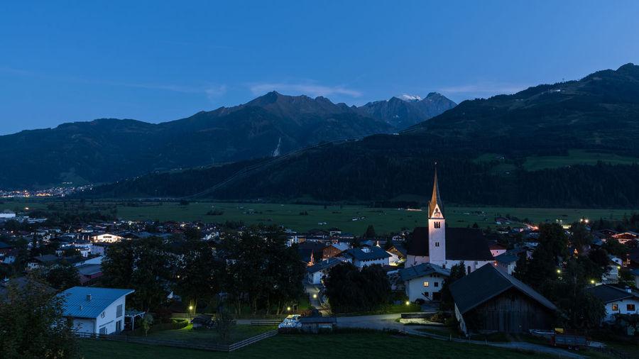 Abend Berge Himmel Hohe Tauern Landschaft Piesendorf Pinzgau Salzburger Land Wolken Zum HL Laurentius Langzeitbelichtung Pfarrkirche Österreich