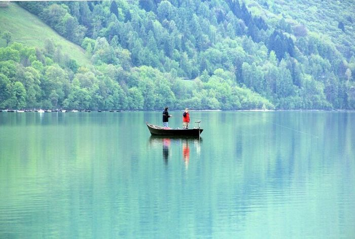 Beautiful Day Beautiful Nature ,beauty,of Nature Relaxing Enjoying Life Beauty In Nature Two Is Better Than One Lagosantacroce Lake Liqen Bella Italia Beautifulitaly Pescando Pescatori Fisherman Reflection Riflessi Sull'acqua Riflectionswater Lago Lakescape Liqen Santacroce