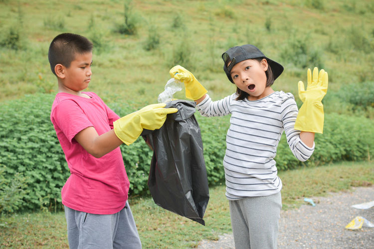 Yellow Gloves Children Volunteer