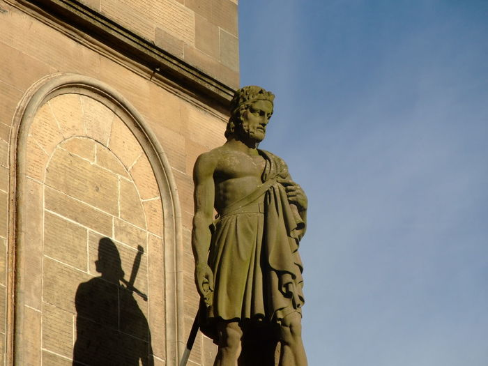 Architecture Building Exterior Built Structure Day Human Representation Low Angle View Male Likeness No People Outdoors Sculpture Sky Statue William Wallace