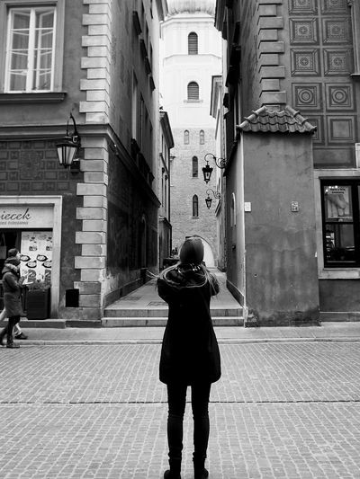 Classic Tourist Taking Photos Shot Black And White Capture The Moment Nofilter Turista Scattare Fotografare Foto Streetphotography Streetpeople Biancoenero Street Historical Building Palazzistorici, Warszawa  Monochrome Photography Cittavecchia Staremiasto Old Buildings Behindthescenes EyeEm Best Shots The Tourist Black And White Friday
