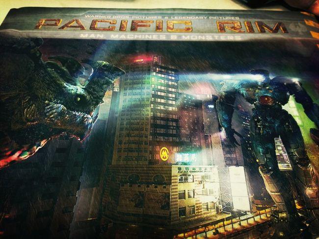 Guillermo del Toro hizo TODO un universo. Pacific Rim