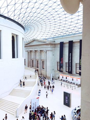 Uk England Museum British British Gallery Museum Of Modern Art Museum Of Natural History Museum Of Fine Arts Royal Gallery White Architecture Clean Clean Architecture Modern Modern Building Modern Architecture Modern Art Modernism Modernart People Crowd Topview Tourists Tourism