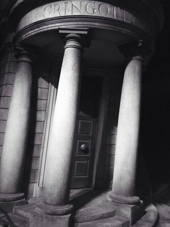 Gringotts Bank Gringotts Harrypotter Harry Potter Columns And Pillars