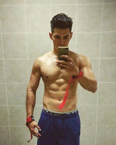卡關的84KG,要再更重,吃吃吃......😤 健身 記錄 Gym Gainweight Fitness 健身房 Selfie UnderArmour Pumping 重訓
