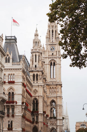 Architecture Viena, Austria Wiener Rathaus Building Exterior Built Structure City Flowers History No People Outdoors Wien