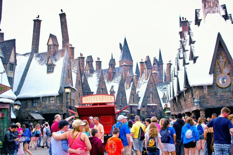 Travel Destinations Large Group Of People Tourism Sky Architecture City Outdoors USA USAtrip Orlando Florida Orlando Universal Studios  Harry Potter ⚡ Universal Studios Orlando Harry Potter Tourist Tourist Attraction  Wizard World Theme Park Togetherness Family Time People Rooftop Castle Architecture