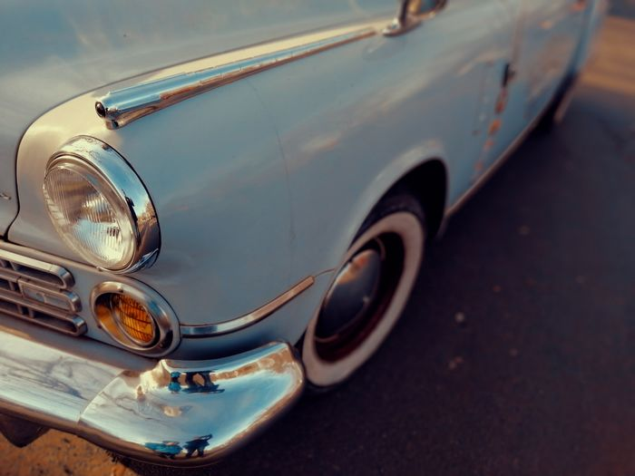 American Oldtimer American USA Us Lamp Vintage Car Retro Car Collector's Car Restored Chrome Collector's Car 50s 60s American Culture USA Us Wheel Tires Blue Street Road Parking Retro Styled Old-fashioned Car Water Vintage Car Close-up Rusty Vehicle Part Side-view Mirror