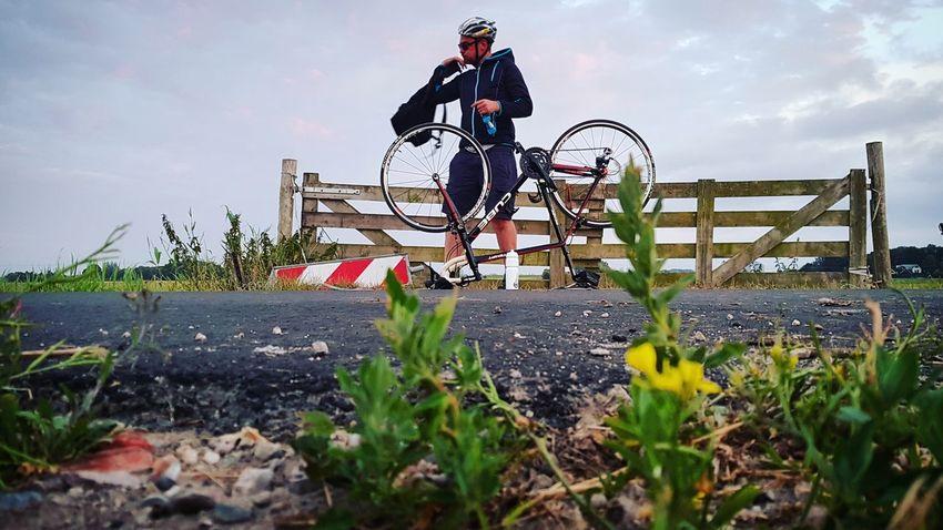 Flat tire Dutch Landscape Dutchlandscape Landscape 60kmride Dutch Headwear Men Sport Togetherness Full Length Sky Cycling Cycling Helmet Racing Bicycle Riding Pedal Friend Bicycle
