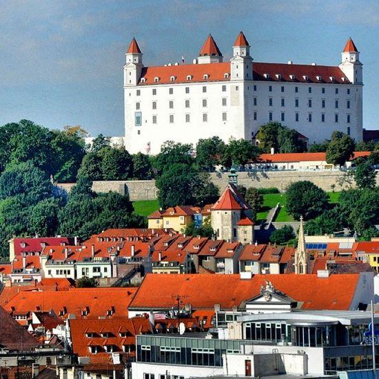 Castillo de Bratislava Eslovaquia Slovak Castle Europe dotspin