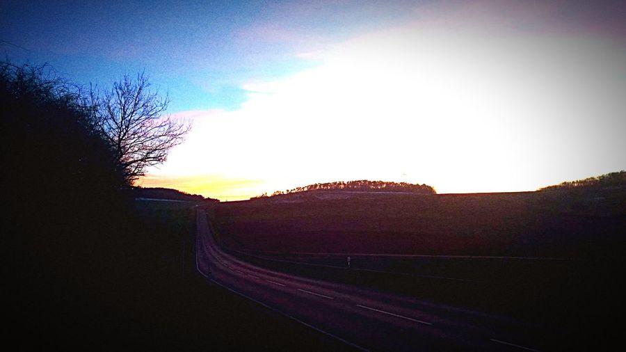 Vanishing Point Dusk Abenddämmerung Taking Photos Hanging Out Enjoying Life Hello World Sonnenuntergang