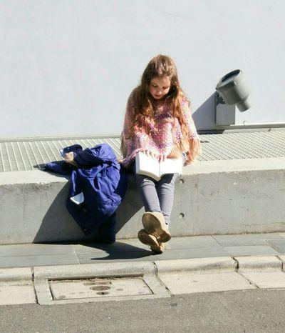Girl Reading Relaxing Cute Japan Harajuku Sunnyday Street Tokyo Bytheroad
