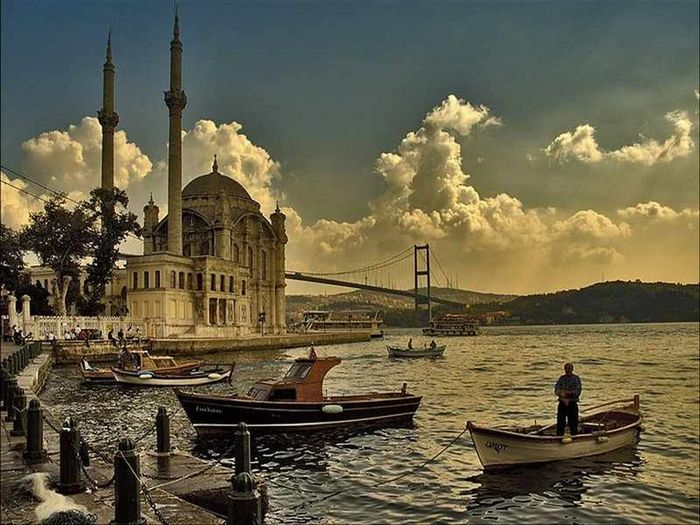 In Istanbul Ortaköy Ortaköy Mosque Sea
