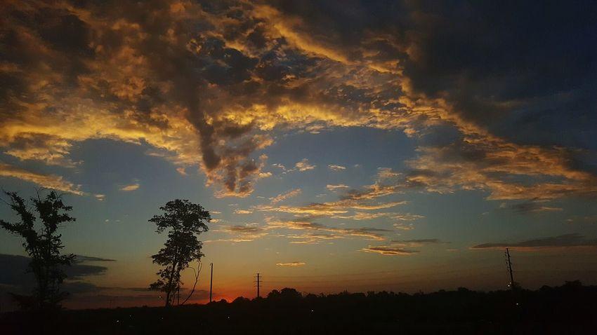 Hello World Sunrise_sunsets_aroundworld Sunrisephotography Sunrise Original Photography Realview Enjoying Life Check This Out Taking Photos Sun Sunrise And Clouds Alexander Rolsen / EyeEm