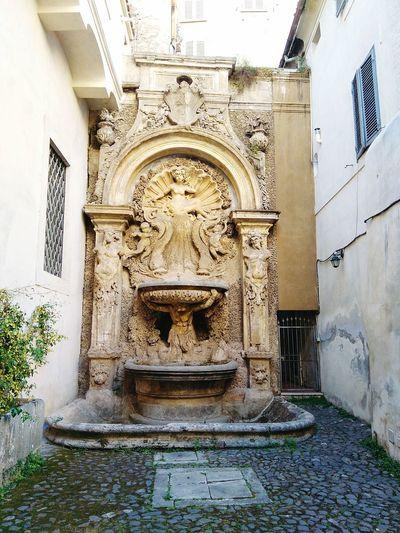 Fontane Venus Secret courtyard Hidden Courtyards Rome Through My Eyes Hidden Gems  Rome Wasn't Built In A Day Fountains