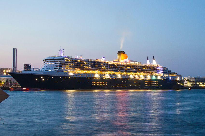 Hamburg Queen Mary 2 Ship Schiff Elbe Sunset Sonnenuntergang Kreuzfahrtschiff Canon