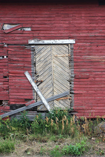 Old wooden warehouse in Hietakylä, Hamina Warehouse Wooden Warehouse Door Building Exterior Built Structure Architecture Wood - Material House Streetphotography Street Photography Day Grass Building Plant No People Red Abandoned Outdoors Past Weather Beaten