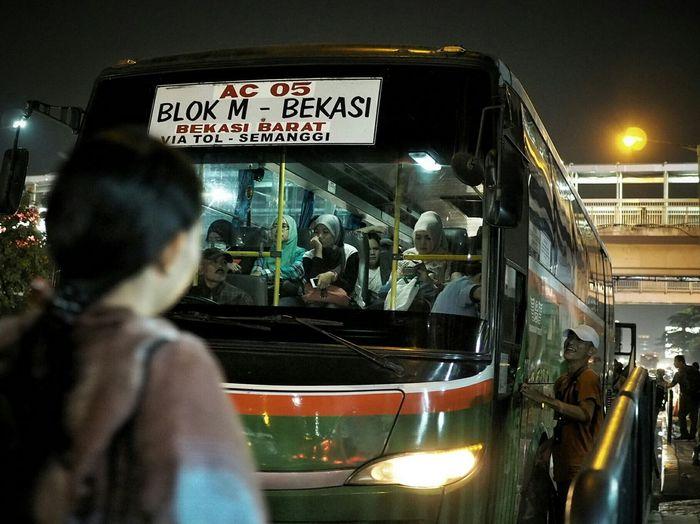 EyeEm Indonesia Everybodystreet Streetphotography Jakarta People Nightphotography Humaninterest