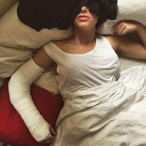 Injured Beauty . Bedtime Rest . Light . Autsch Accident . Broken . Sickday . Time To Reflect The Portraitist - 2016 EyeEm Awards