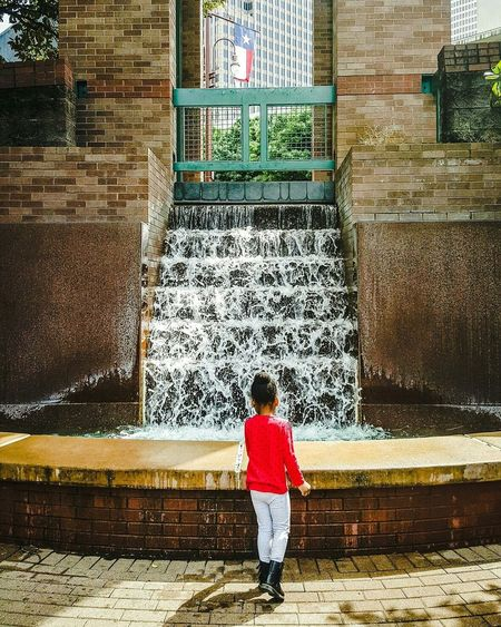 Texas Girl One Person Houston TexasRear View Downtown Houston Modern Architecture City Life Texasgirl Fountain EyeEmNewHere Real People Full Length Walking Day LifestylesWomen Leisure Activity Outdoors Childhood Architecture