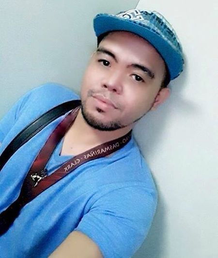 """And I call this pose, EMEL... """"Emote sa Elevator""""... Hehehe... Come on, we did this at least once or twice in our life... Selfieaddict Elevatorselfie Selfie 😊📷"""