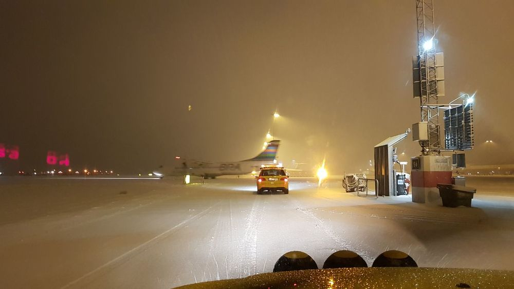 Wintertime Snow ❄ Airport Life Snow Clearance Showcase: February Airport Airplane Comercial Airline Airport Photography Break Action Veichle