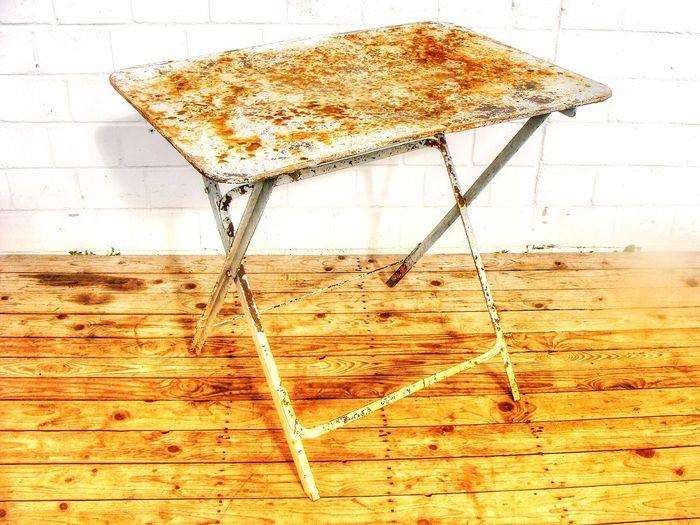 Rostiger Tisch Gartentisch Rust Folding Table Rost Klapptisch Vintage Interior Eisentisch No People Indoors  Splashing Close-up Nature