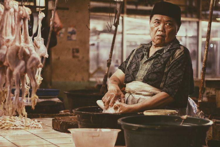 human stret EyeEm Selects Men Working Occupation Senior Adult Business Finance And Industry Senior Men Manual Worker Market Stall Market Flea Market