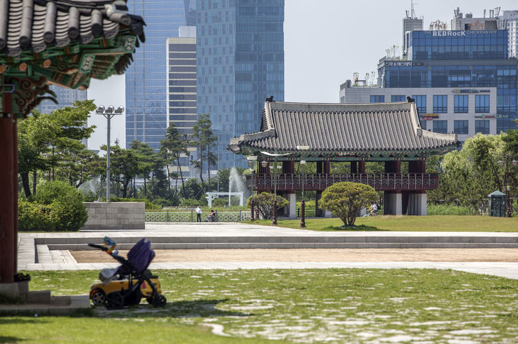 Architecture Building Building Exterior Built Structure Capital Cities  City City Life Cityscape Day Korean Traditional Architecture Lawn Lawnmower Michuhol Park Modern Office Building Outdoors Paris Sky Songdo, Incheon Tall - High Travel Destinations Tree