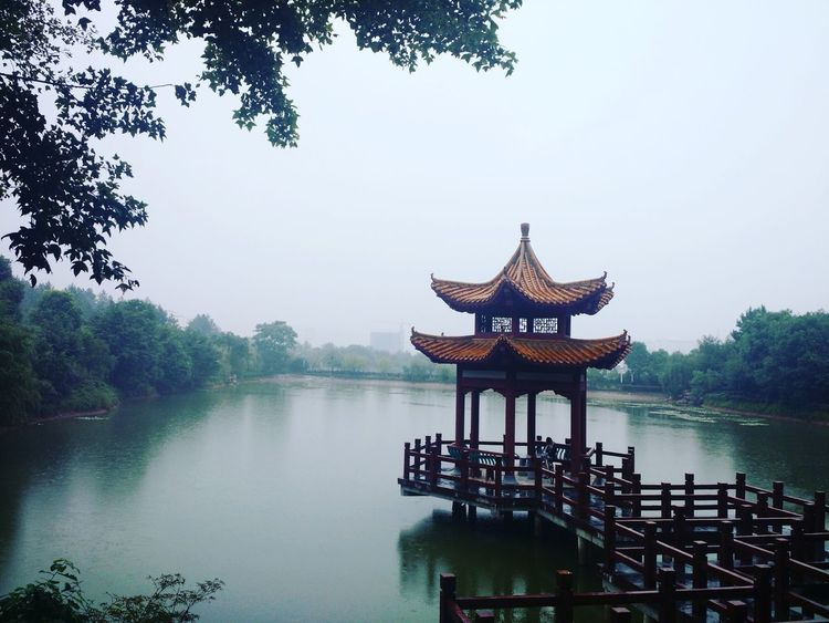 China China Photos Architecture Lake Water Outdoors Nanchang Tree Cultures Tradition Rainy Days Green 中国 南昌 建筑物 湖水 传统 植物 雨天 중국 난창 건축물 호수 전통