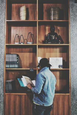 Fotografer: @Firmannara. Model: @raihanirsyad Rear View Shelf One Person One Man Only Indoors  Adults Only Library Adult Bookshelf People Only Men Day Newoneyeem EyeEmNewHere