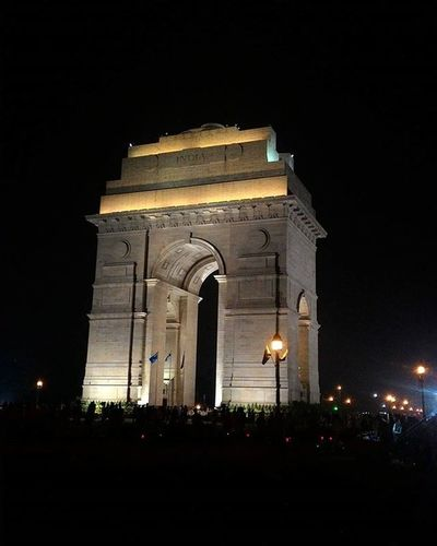 Thegi's b'day.. A crazy night out with friends. Delhi Indiagate ConnaughtPlace Bdaynight Onlyifwehadmotoxstyle _soi