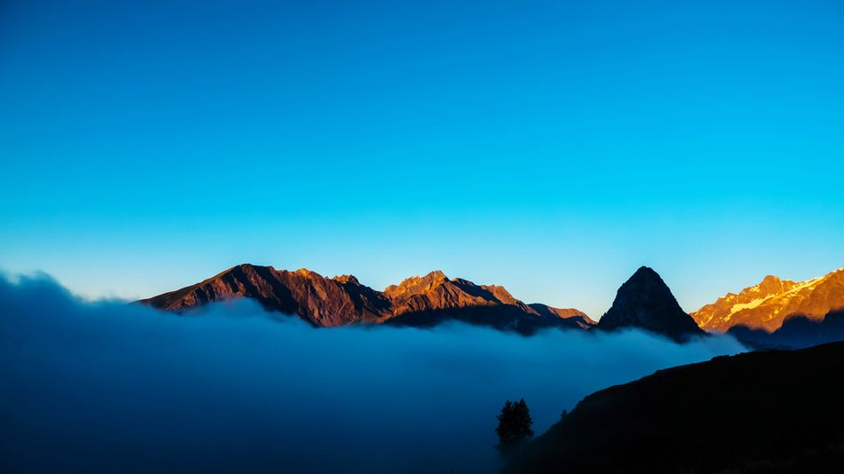 L'impression de Tour du Mont Blanc Sunrise EyeEm Selects Beauty In Nature Nature Blue Mountain Scenics Outdoors Landscape Mountain Range Clear Sky