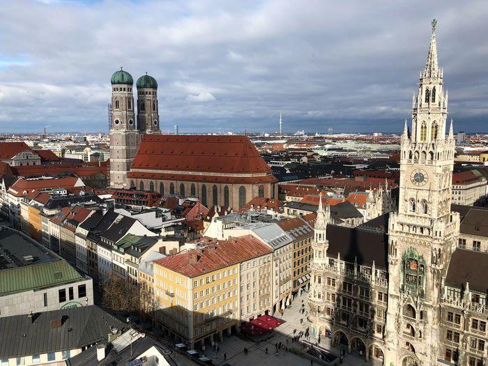 München - Marienplatz / Frauenkirche Marienplatz Frauenkirche München München Germany Architecture Built Structure Building Exterior Building Sky Cloud - Sky City Religion Cityscape