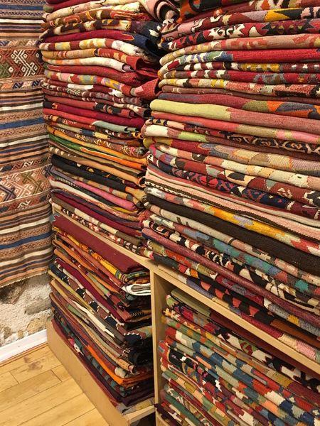 EyeEmSelect Walldecoration FloorDecoration Tapestry Kilim Large Group Of Objects Choice Abundance Retail  For Sale Variation Stack Store Shelf Indoors  Market Backgrounds Consumerism No People Day Bookshelf Supermarket Close-up