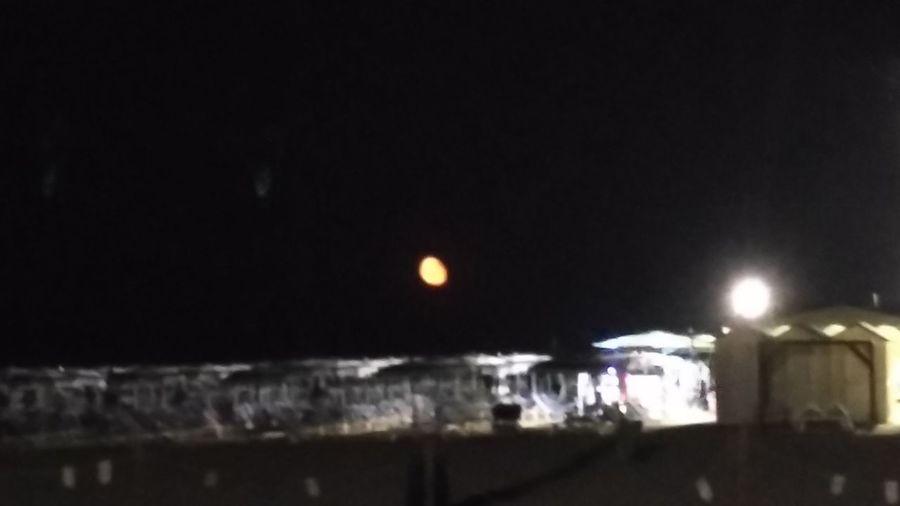 Dalla foto non si capisce niente ma c'è la luna rossa... Attento Link!