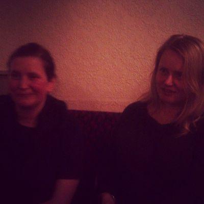 In da pub... wiv sisters o'leary