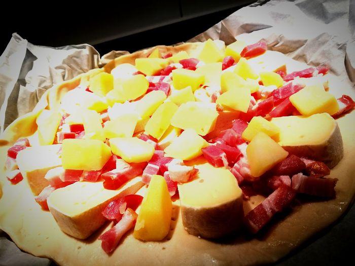 Food Pizza🍕 Montagnard Roblochon Lardons Pomme De Terre Pâte à Pizza Huaweishot Huawei P9 Leica Huaweiphotography No People Miam