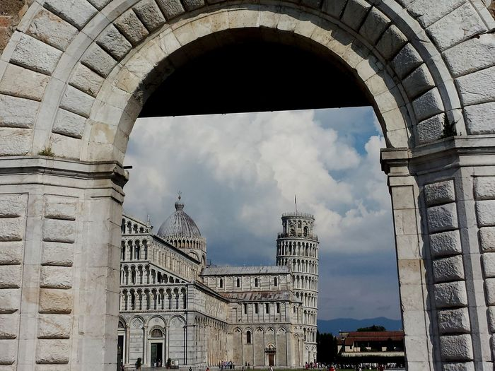 Leaning through the archway Romanesque Leaning Tower Of Pisa Art Arch Cloud Pisa Tower Tuscany Italy Amore Culture Citylife Architecture Built Structure History Travel Destinations City Outdoors Cityscape Building Exterior Sky