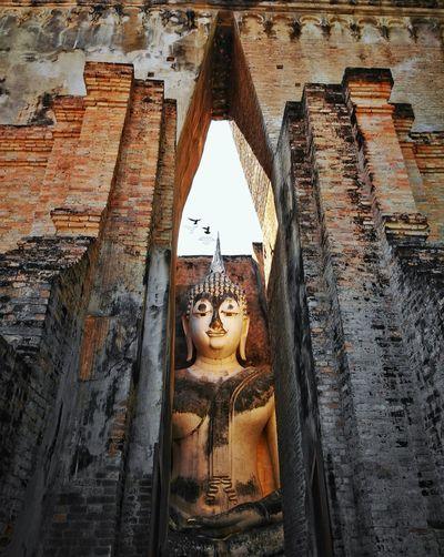 Temple - Building Temple In Thailand Sukhothaihistoricalpark SriChumTemple Buddha Buddhist Buddhist Temple World World Heritage HuaweiP9 Huaweiphotography