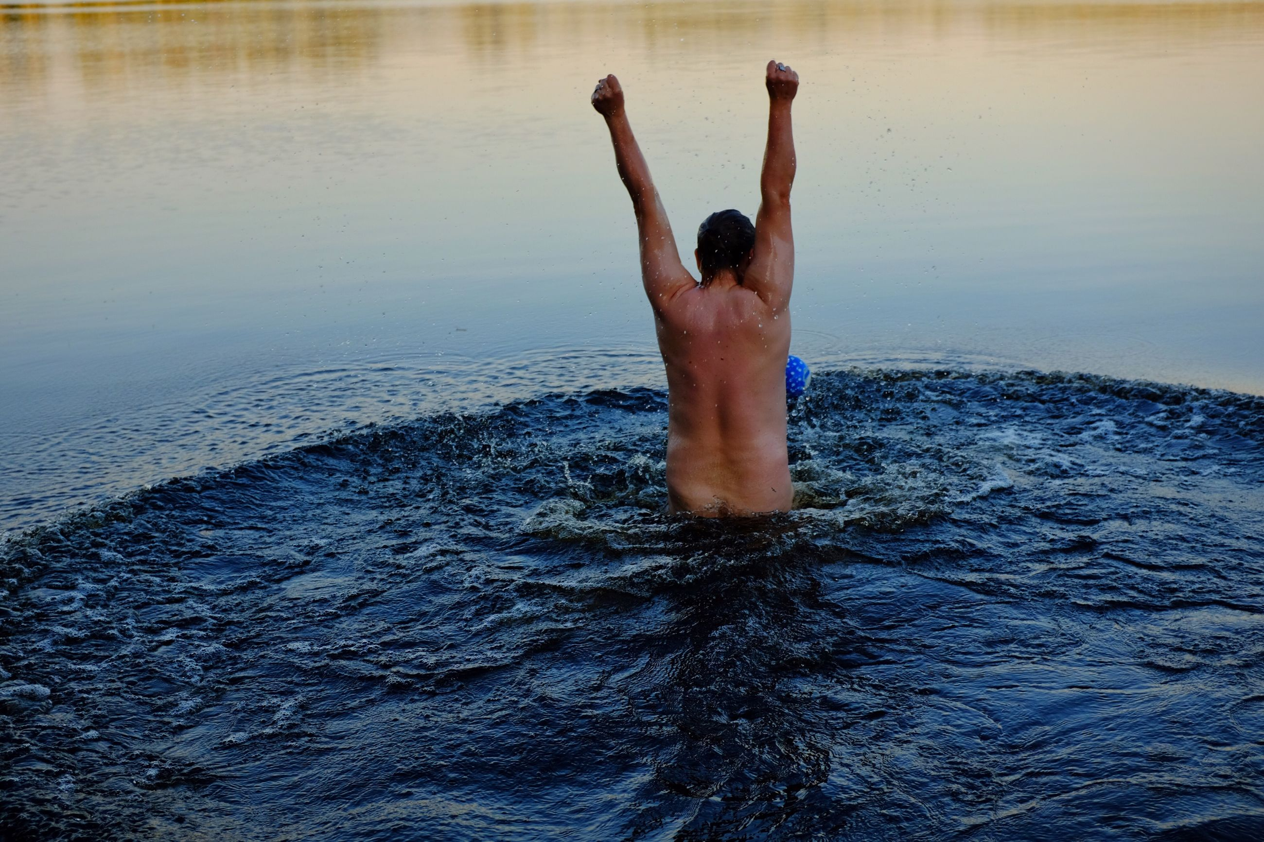 one person, water, lifestyles, one man only, men, full length, day, real people, human body part, only men, adults only, nature, adult, people, outdoors, human hand