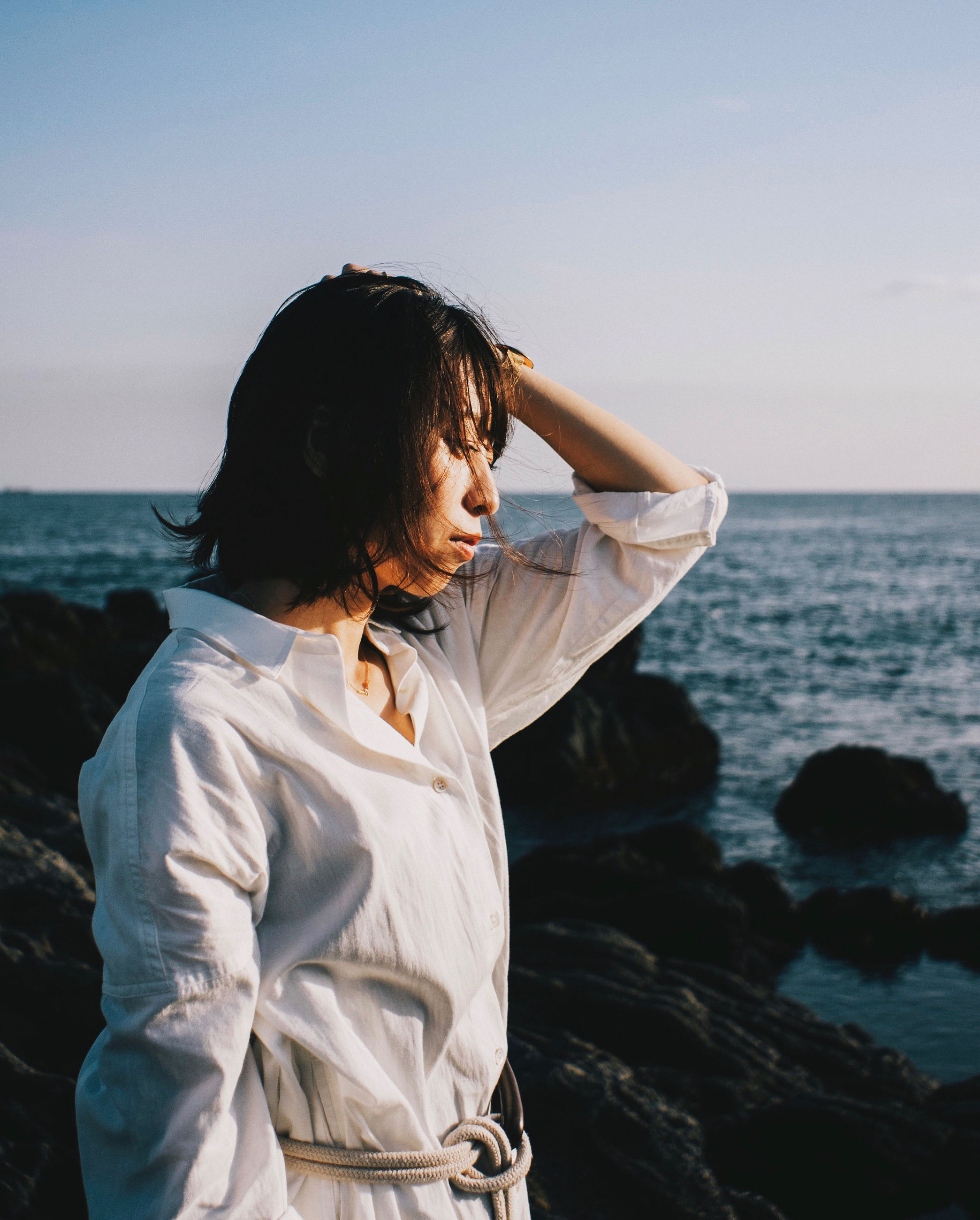 water, sea, sky, real people, leisure activity, lifestyles, beauty in nature, one person, nature, scenics - nature, horizon over water, adult, horizon, standing, women, casual clothing, rear view, land, hairstyle, outdoors, human arm